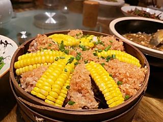 Ms盘丝大仙的景德镇探店之景水瑶土菜馆|糯米包裹着嫩嫩的排骨,和玉米一起蒸制过程中吸收了玉米的香甜气,简直太美味了!
