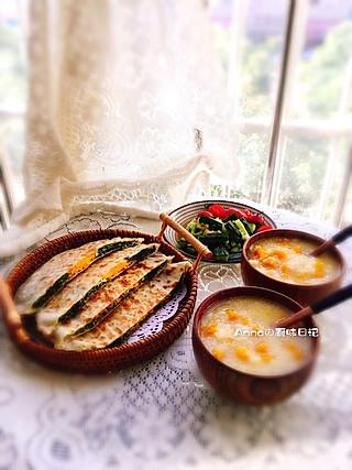 Anna妈咪的厨味日记的今日早餐:🌮茴香素馅饼                     🍵南瓜小米粥                      🥒凉拌黄瓜