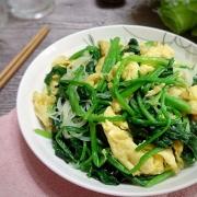 时令春菜怎么吃?和鸡蛋一起做,鲜美爽脆,好吃到犯规!