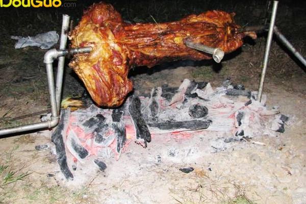 户外烤全羊的做法