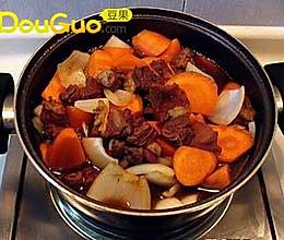 秋冬的美容佳肴:胡萝卜炖牛肉的做法
