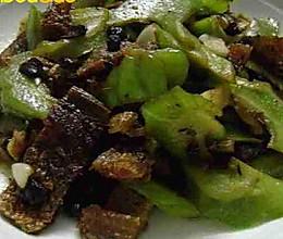 豆豉鲮鱼炒苦瓜 的做法