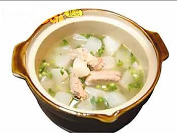 萝卜排骨玉米炖汤 清热健胃(组图)