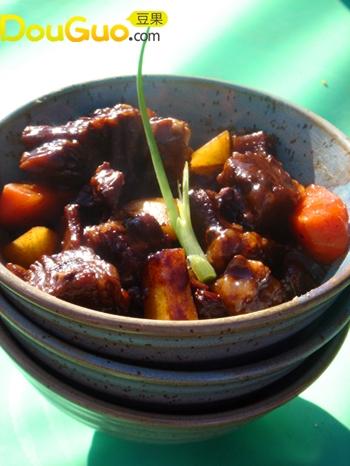 秘制黑胡椒煲牛腩的做法