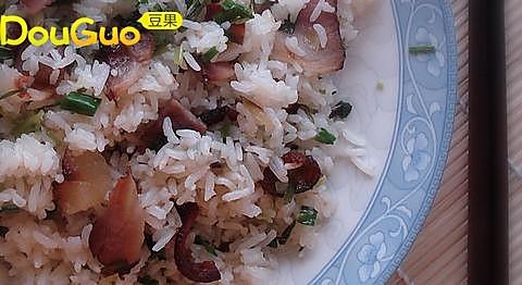 腊肉葱油炒饭的做法