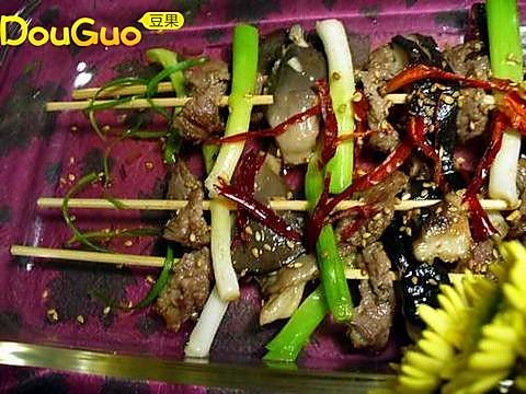 煎蘑菇牛肉串的做法