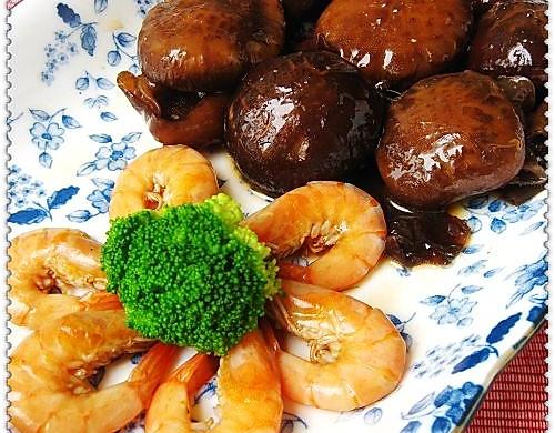 山珍海味一锅端:花菇鲜虾煲