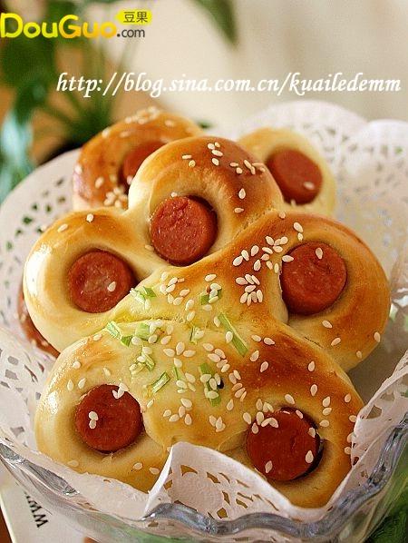 花儿一样的---热狗面包——户外美食的做法