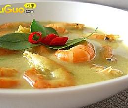 绿咖喱虾 的做法
