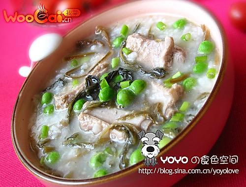 暖心的排骨菜干青豆粥的做法