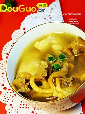 黄蘑鸡汤的做法