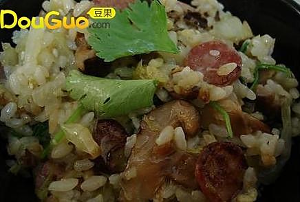 椰菜腊肠焖饭 的做法