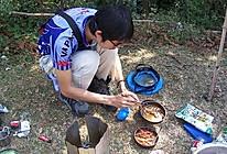 户外小菜之油爆河虾─户外美食的做法