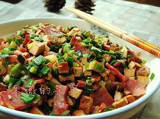 美丽厨娘—香蒜香干炒培根的做法