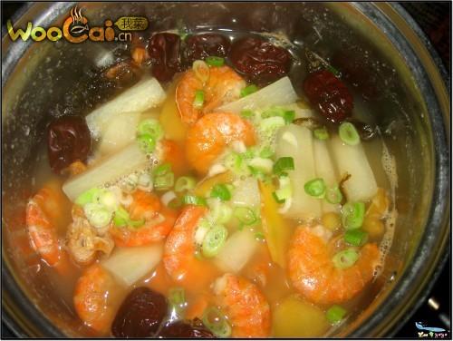 干虾萝卜汤的做法