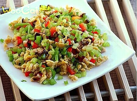 沙茶香菇芹菜的做法