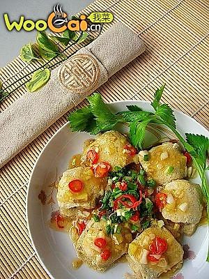 美丽厨娘----火腿蒸臭豆腐的做法