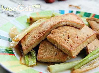 绿色天然——大葱烧豆腐的做法