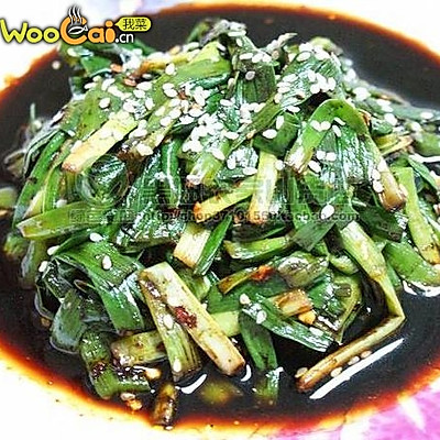 清肠胃:凉拌韭菜