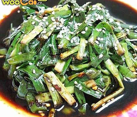 清肠胃:凉拌韭菜的做法
