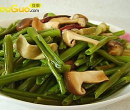 蘑菇炒空心菜的做法