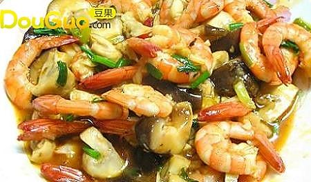 茄汁双菇虾仁的做法