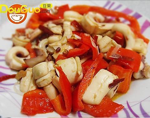 浓香十足的红菜椒爆鱿鱼的做法