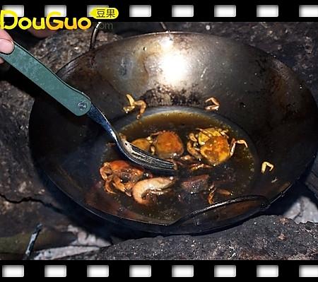 户外小菜之油炸螃蟹─户外美食的做法