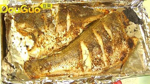 烤鲈鱼的做法