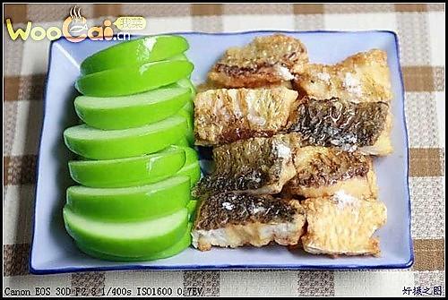 香酥鱼柳镶苹果的做法