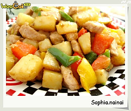 土豆肉丁烩三椒的做法