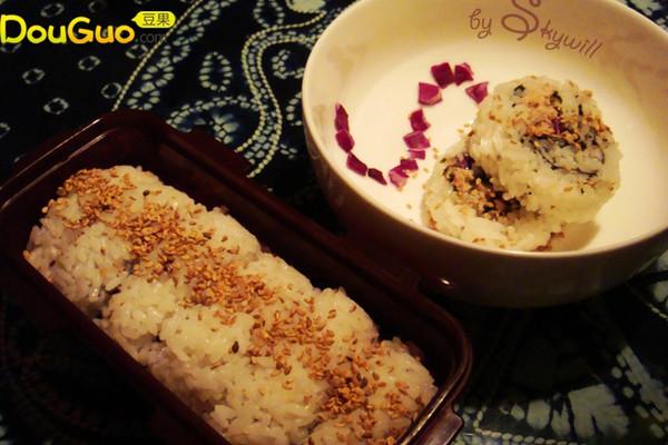金枪鱼紫菜卷的做法
