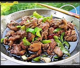 【兜兜的户外厨房】傈僳族传统漆油炖鸭—户外美食的做法