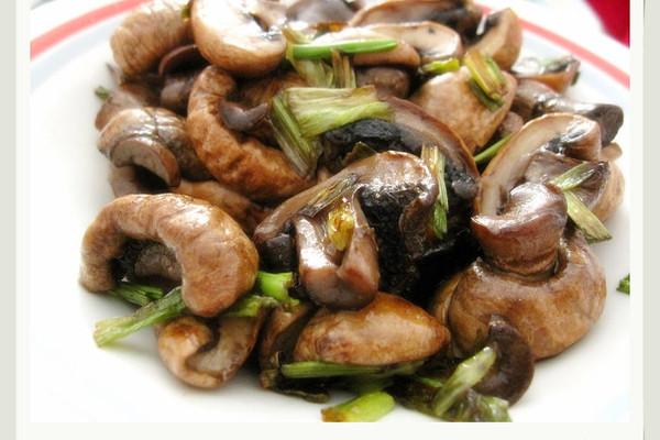 葱爆小蘑菇的做法