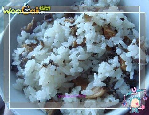 简单易做的香菇木耳焖饭的做法