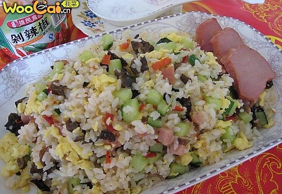 米饭鸡蛋炒三丁的做法