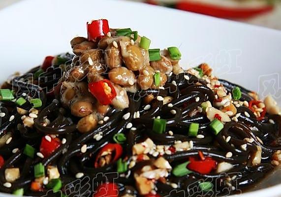 美丽厨娘-纳豆蕨根粉的做法