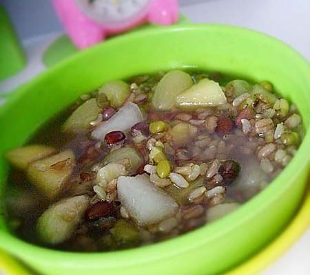 花样果肉糙米粥的做法