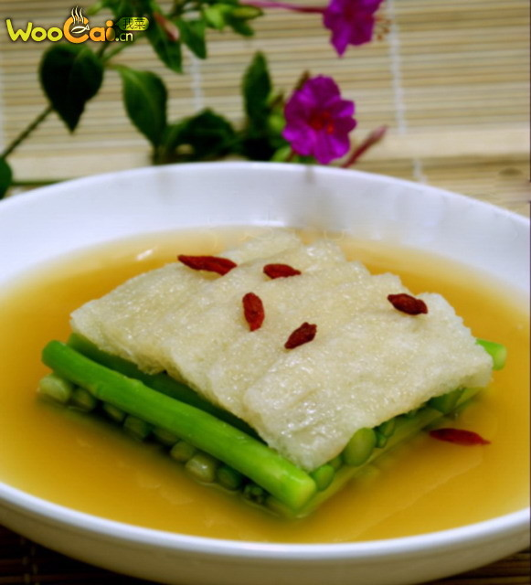 上汤竹荪扒芦笋的做法