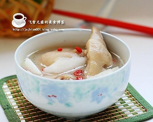 猪蹄萝卜汤的做法