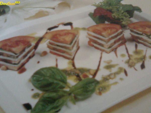 Tomato   cheese    salad的做法