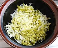 酸菜炖排骨的做法图解2