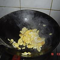 香肠鸡蛋炒饭的做法图解3