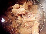 香菇黄花菜炖鸡的做法图解3