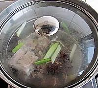 苦瓜玉米排骨汤的做法图解6