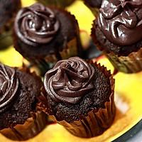 魔鬼巧克力cup cake的做法图解4