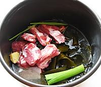 海带排骨汤的做法图解4