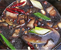 鹌鹑蛋红烧肉的做法图解7