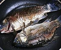 酱熬鲫鱼的做法图解3