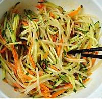 凉拌豆芽黄瓜菜的做法图解3